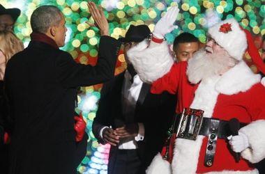 Обама спел с Сантой