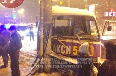 Появилось видео с места жуткого ДТП с маршруткой в Киеве