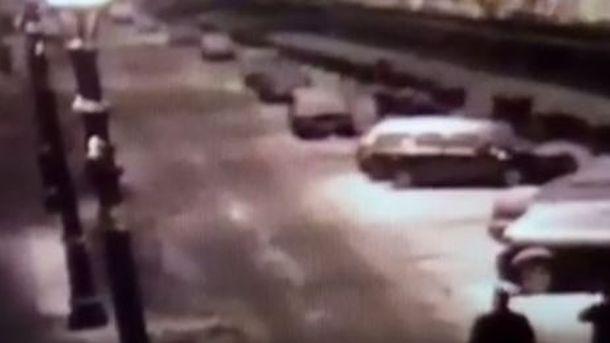 мужчина столкнул девушку в фонтанку после ее отказа знакомиться с ним