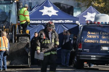 Число погибших на пожаре в Окленде достигло 24 человек