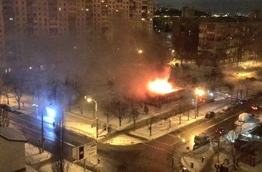 В Киеве на Бучмы горит здание