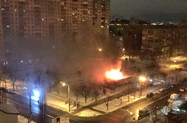 В Киеве потушили пожар в жилом массиве Березняки