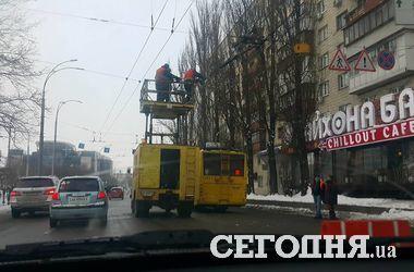 В Киеве на Севастопольской площади произошел обрыв элетропроводов