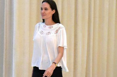 Брат Анджелины Джоли с трудом выносит приступы агрессии сестры - СМИ - Звездные новости - Джеймс Хейвен живет вместе с Джоли и племянникам