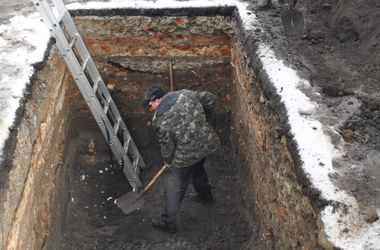 В центре Львова откопали древнее кладбище