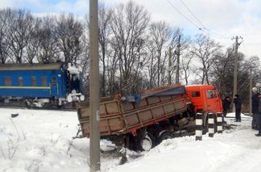 В Хмельницкой области столкнулись пассажирский поезд и КамАЗ