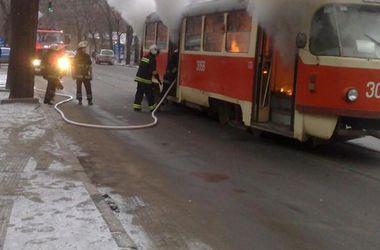 В Днепре на ходу загорелся трамвай