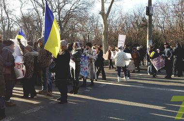 Инвесторы недостроя в Одессе пикетировали суд