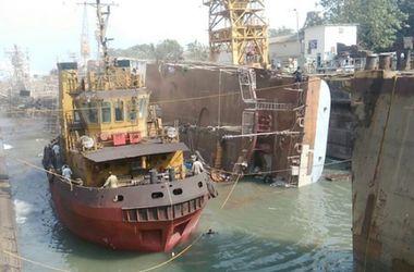 В Индии перевернулось судно ВМС, погибли 2 моряка