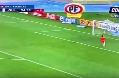 Футболист забил невероятный гол с центра поля ударом с лета в чемпионате Чили