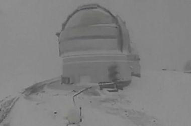 Снежную бурю на Гавайях сняли на видео