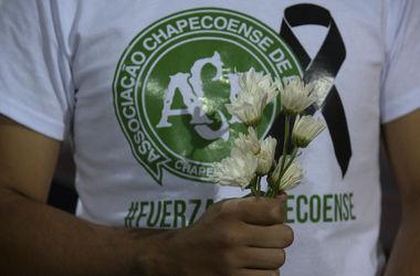 """Бразилия и Колумбия проведут товарищеский матч в помощь семьям погибших футболистов """"Шапекоэнсе"""""""