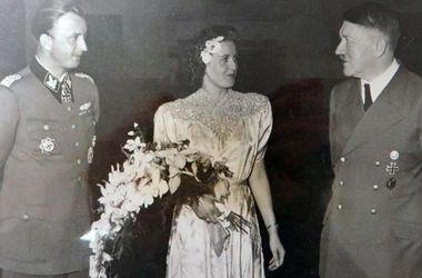 В сети опубликованы неизвестные фотографии Гитлера на свадьбе сестры Евы Браун