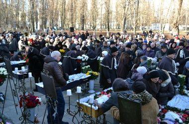 В Одессе прощаются с погибшей на пожаре матерью и ее пятью детьми