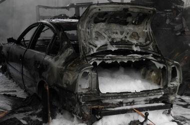 I Transcarpathia i garaget brann bilen: det är ett offer.