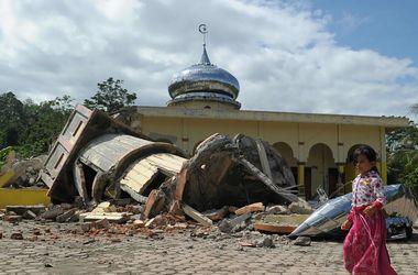 Индонезию всколыхнуло мощное землетрясение: десятки жертв