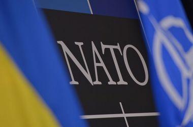 Генсек НАТО призвал продолжить давление на Россию