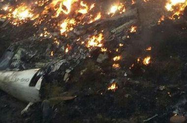 Появились ужасающие кадры с места крушения самолета в Пакистане