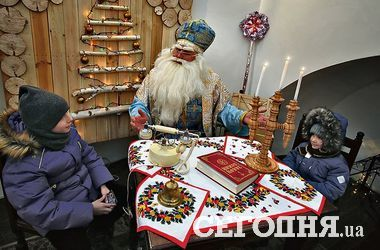 New year holidays in Kiev: in the monastery — the biggest residence, and at the Mariinsky — cookies from Santa
