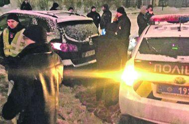 Громкий скандал в Харькове: пьяный полицейский угрожал оружием водителю мусоровоза