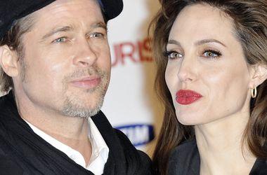 Суд отказал Брэду Питту в просьбе о неразглашении деталей развода с Анджелиной Джоли - Звездные новости - Адвокаты Джоли добавили, что Питт добивается встреч с детьми наедине, а не под контролем третьих лиц