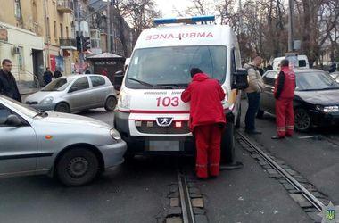 Скорая помощь в Одессе попала в двойное ДТП