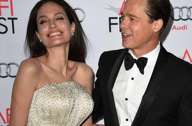 Анджелина Джоли запрещает Брэду Питту видеться с детьми - Звездные новости - На днях адвокаты Джоли обратились к представителям Питта с неожиданной просьбой