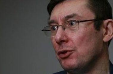 Луценко: Подозрение Януковичу вручили по закону