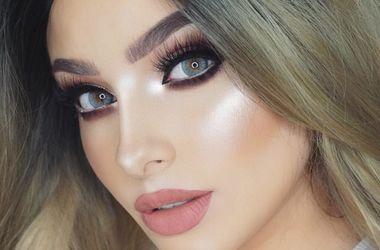 Красотки показали, как используют лифчик не по назначению (видео) - Мода - Бьюти-блогеры придумали, как применять бюстгальтер для нанесения макияжа