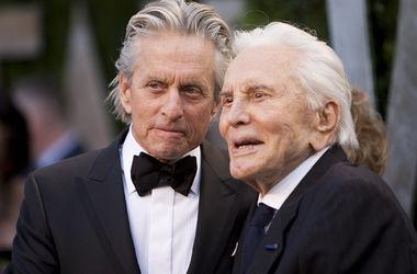O ator Kirk Douglas marcou o aniversário de 100 de luxo com