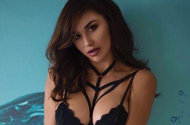 Фитнес-модель Ана Чери - сексуальная, голая и мокрая
