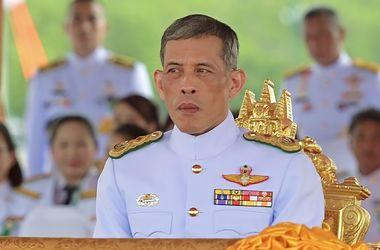 Новый король Таиланда объявил о широкой амнистии