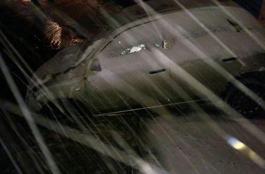В Харькове автомобиль провалился под землю