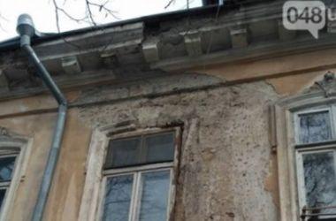 В центре Одессы обрушился фасад дома