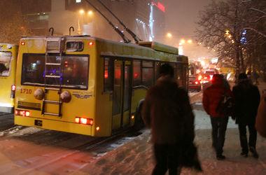 В Киеве закрывается движение троллейбусов и трамваев нескольких маршрутов