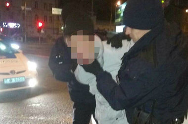 В центре Киева грабитель напал на женщину с ножом