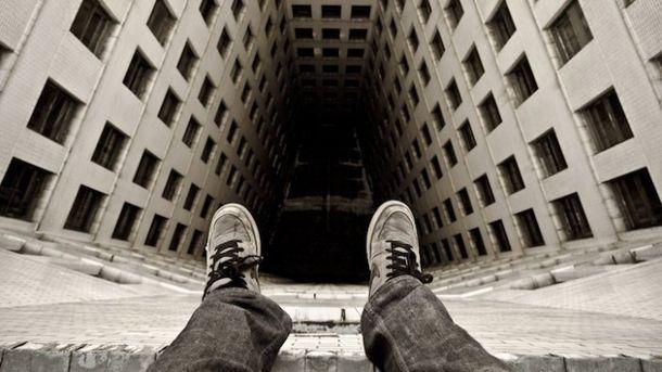 В «четвертой неотложке» больной выпрыгнул изокна седьмого этажа
