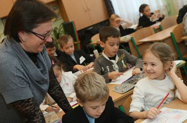 Как учителям повысят зарплату до 5266 гривен