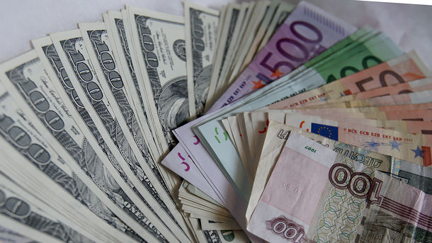 Курс валют: намежбанке курс продажи доллара снизился
