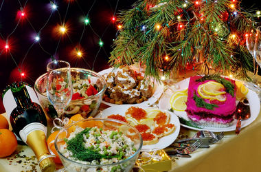 Новогодний стол подорожал: три варианта меню с ценами