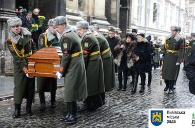 В Львове похоронили погибшего на Донбассе майора СБУ