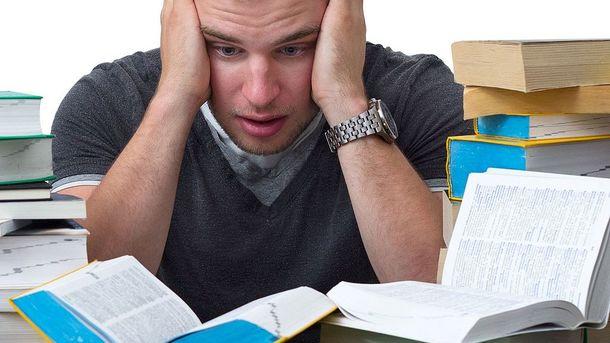 В Харькове уволили замдекана вуза согласившего написать диплом  Студент утверждал что написал диплом сам а руководитель требовал 50 тысяч грн за допуск