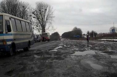 В Тернополе снег убрали вместе с асфальтом