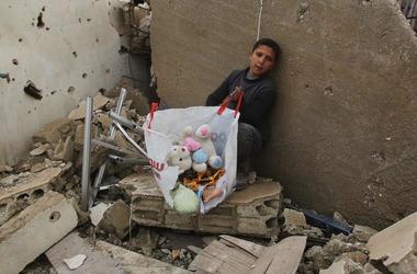 Сотни детей остаются в холодной ловушке в Алеппо