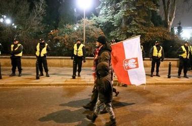 В Варшаву со всей страны стягивают силовиков