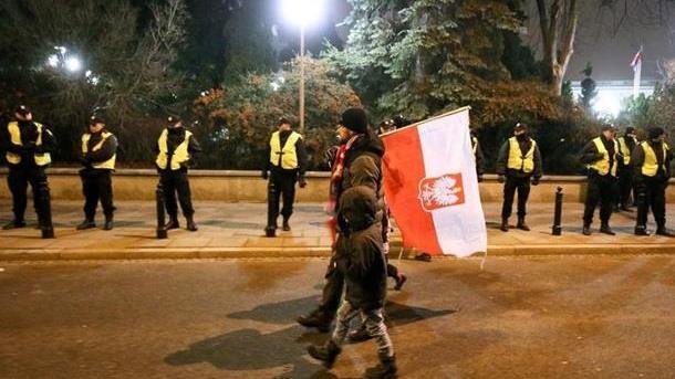 Майдан вПольше: Власти стягивают полицию вВаршаву