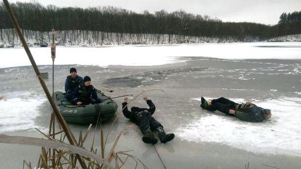 Подо льдом вреке Житомира обнаружили тела 2-х погибших