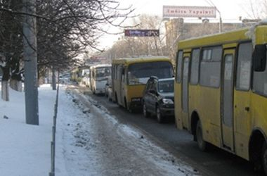 В Луцке из маршрутки на ходу выпала женщина
