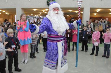 Ситуация на рынке труда в декабре: Деды морозы востребованы и получают 10-16 тысяч гривен