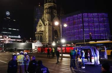 Грузовик, протаранивший толпу в Берлине, вез стальные балки